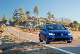 2015 Volkswagen Golf R front