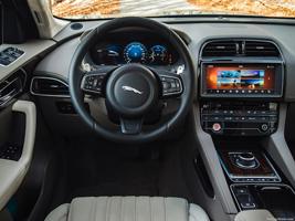 2017-jaguar-f-pace-interior | AboutThatCar.com