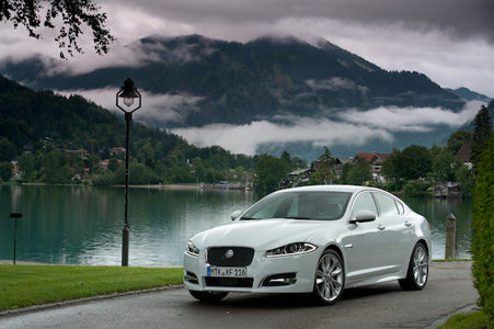 Jaguar XF — Poised to pounce